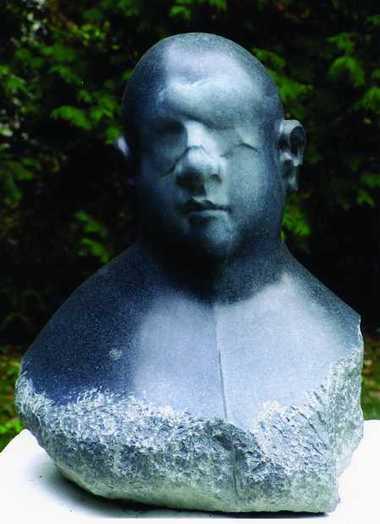 """Adam Myjak: """"portret X"""", granit, 2005r."""