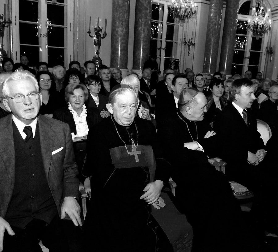 Jedna z licznych uroczystości na Zamku Królewskim w Warszawie. Kardynał Józef Glemp i prof. Jan Władysław Woś (po lewej).