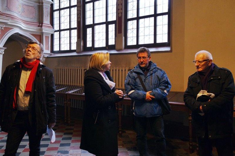 Podczas zwiedzania kościoła uniwersyteckiego. Pierwszy od lewej: Antanas Jonynas. Fot. Anna Goławska