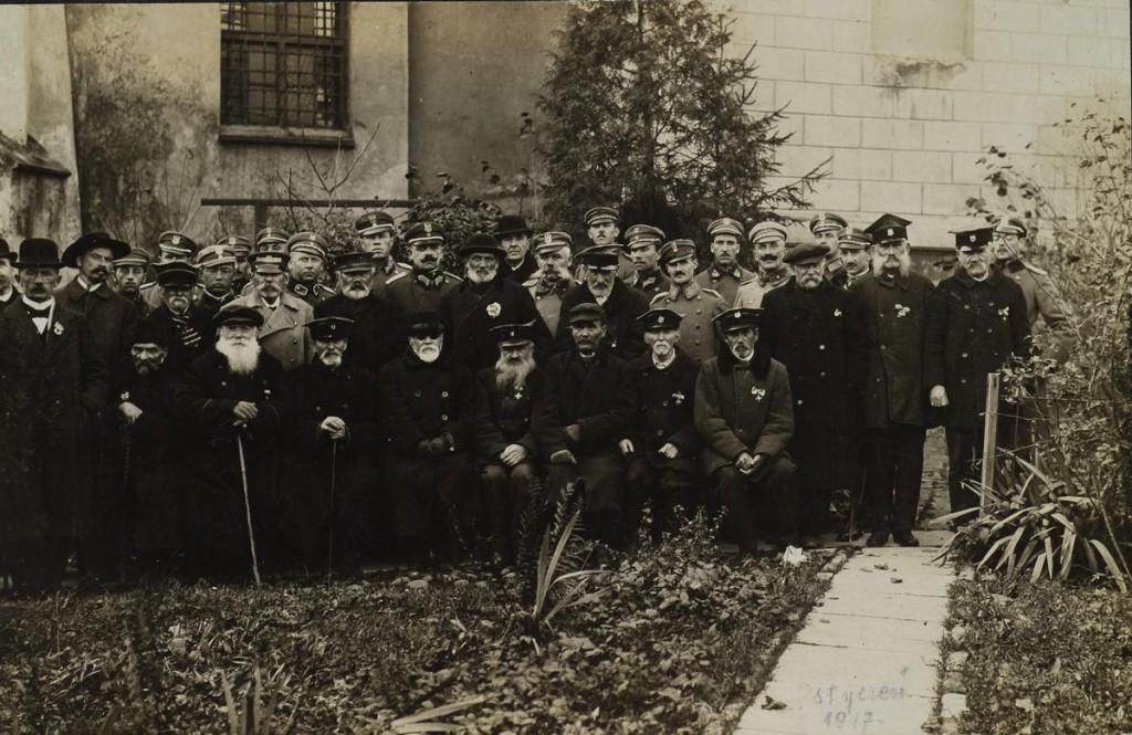 Grupa legionistów i powstańców styczniowych